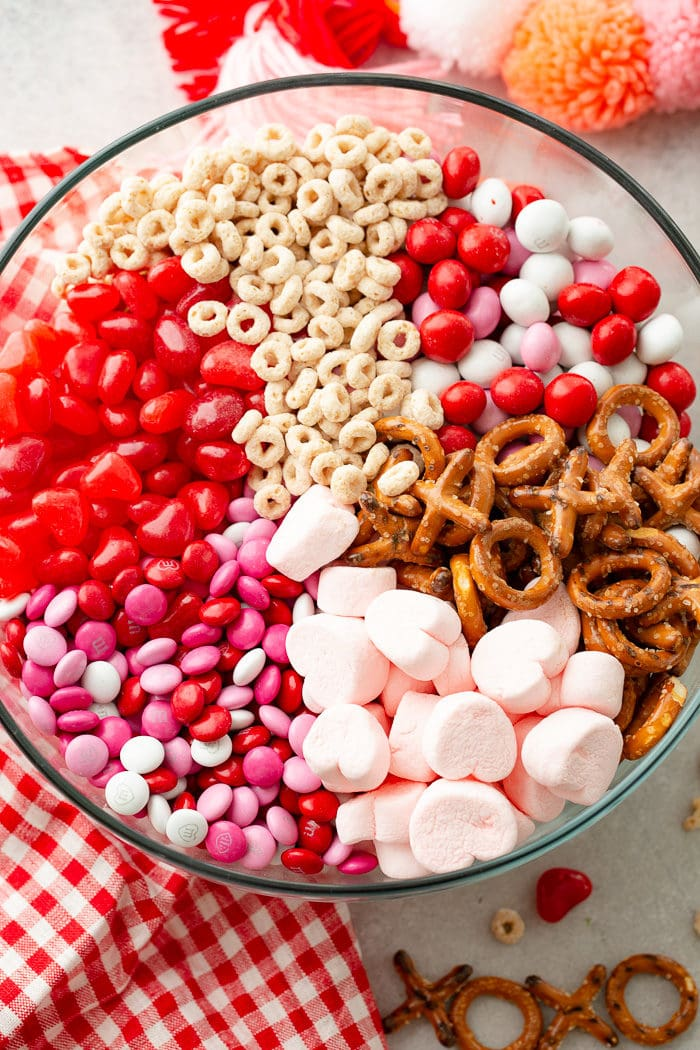 5-minute-valentines-snack-mix-recipe-6-700x1050.jpg