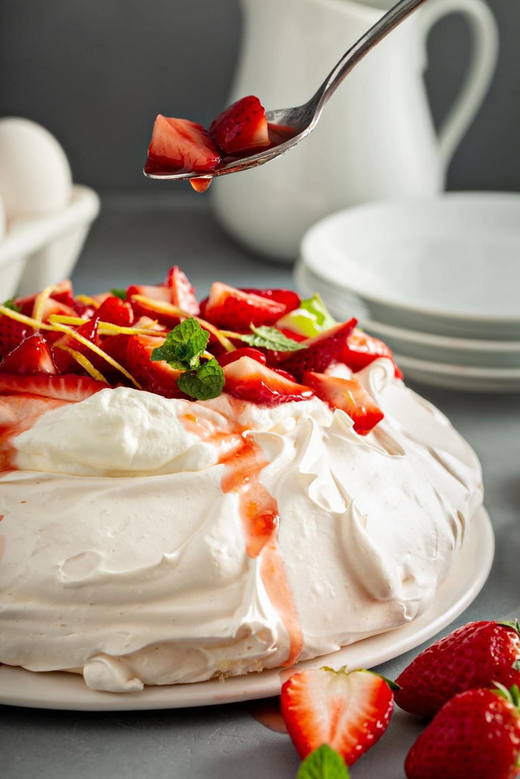Pavlova-with-Strawberries-10.jpg